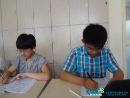北京 王振宇/新东方夏令营课前2分钟同学们在认真预习单词