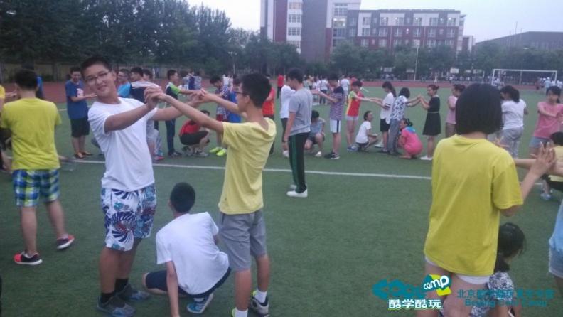 新东方夏令营松鼠与大树游戏.jpg